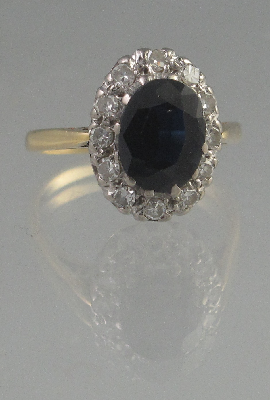 Lot 361 - OVAL SAPPHIRE AND DIAMOND CLUSTER RING.