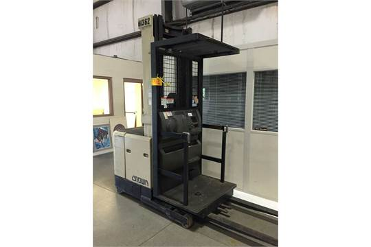 1996 Crown SP3020-30 3,000-Lb Capacity Order Picker Forklift Stand ...