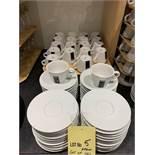 Lot de approx (40) LAVAZZA tasses et sous tasses