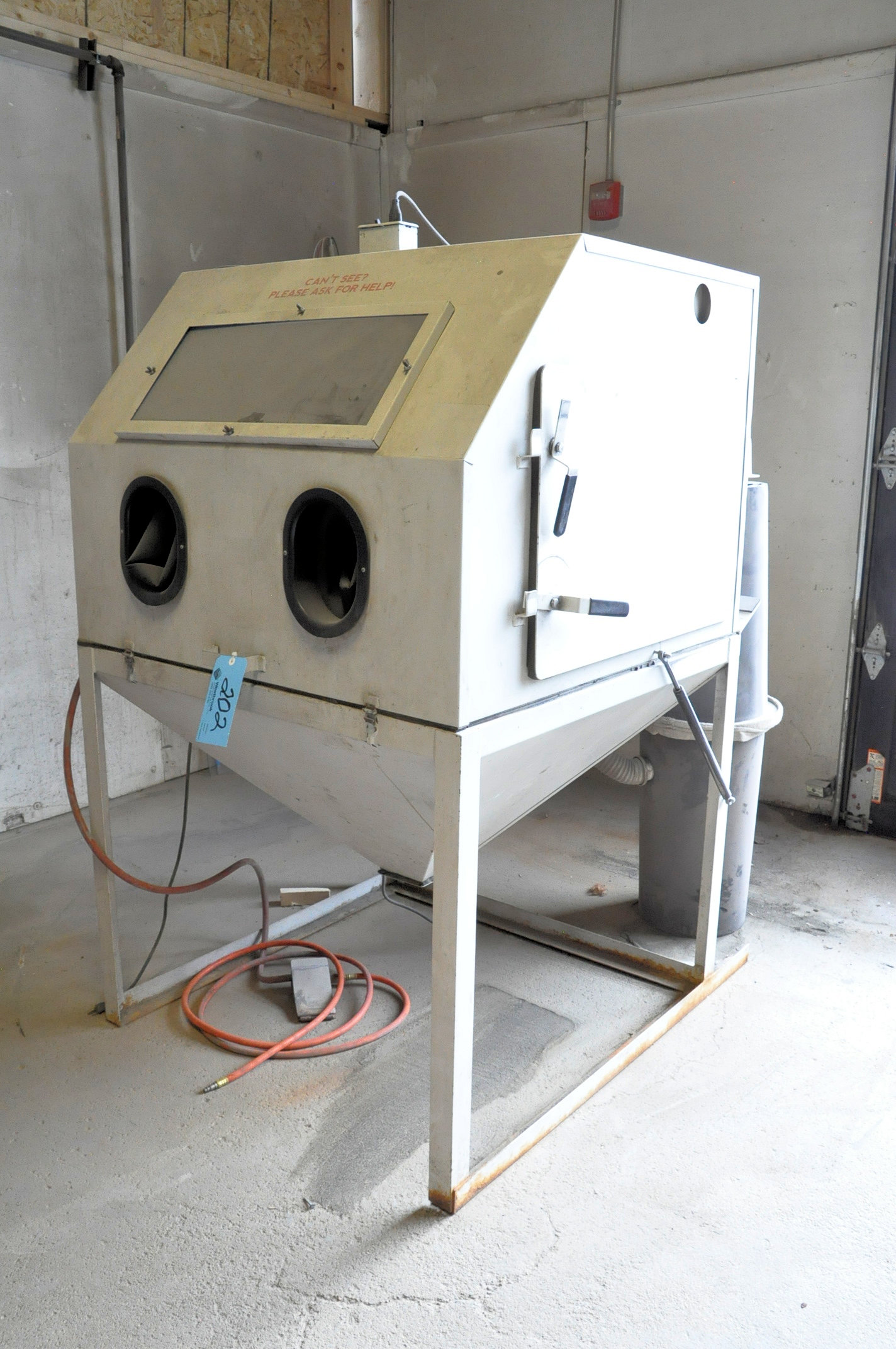 Cyclone Model 4040, 2-Hole Dry Shot Blast Cabinet with Cyclone Collector