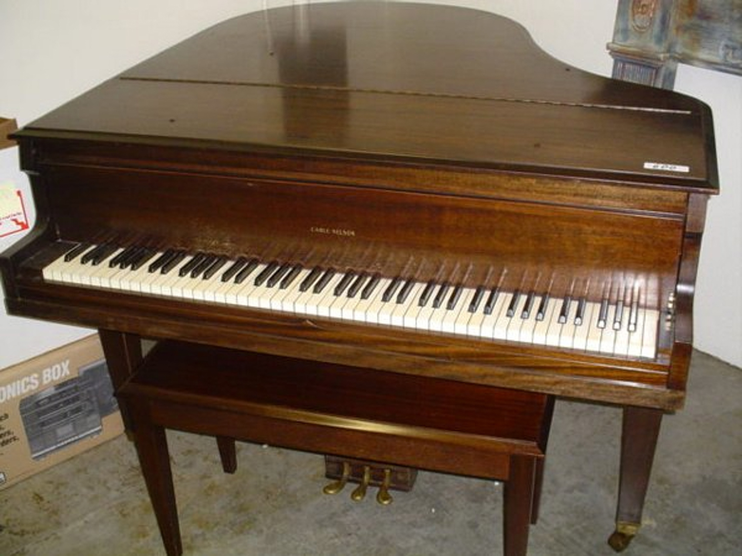 Cable nelson baby grand piano size 39 x 54 x 58 99 x for Size of baby grand piano