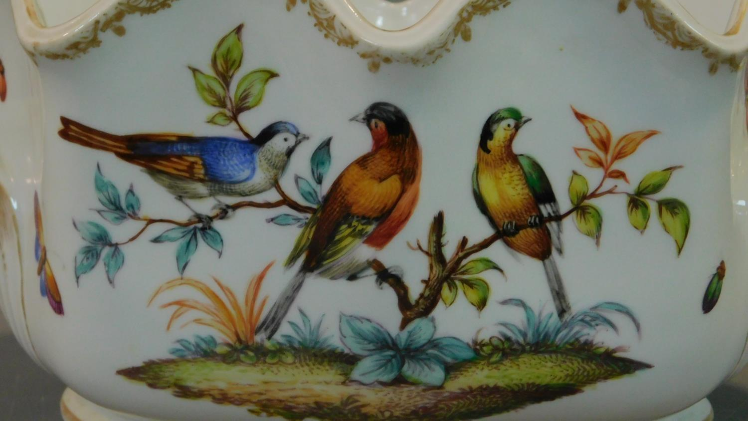 A Meissen style porcelain vase, hand painted with bird decoration. 14x18cm - Image 3 of 9
