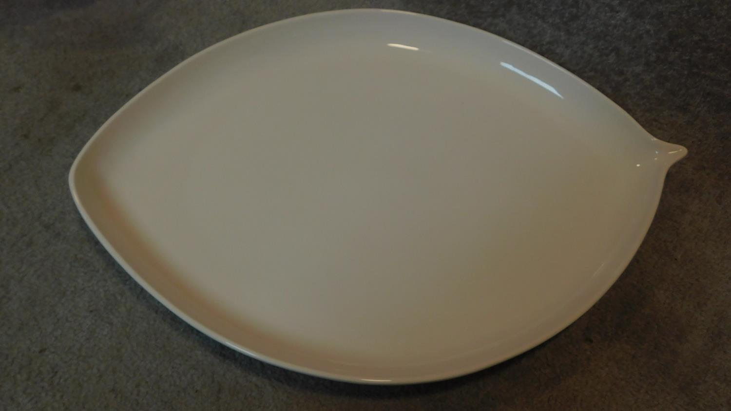 An Art glass bowl, two glass vases and a large ceramic platter. H.44cm (tallest) - Image 5 of 6