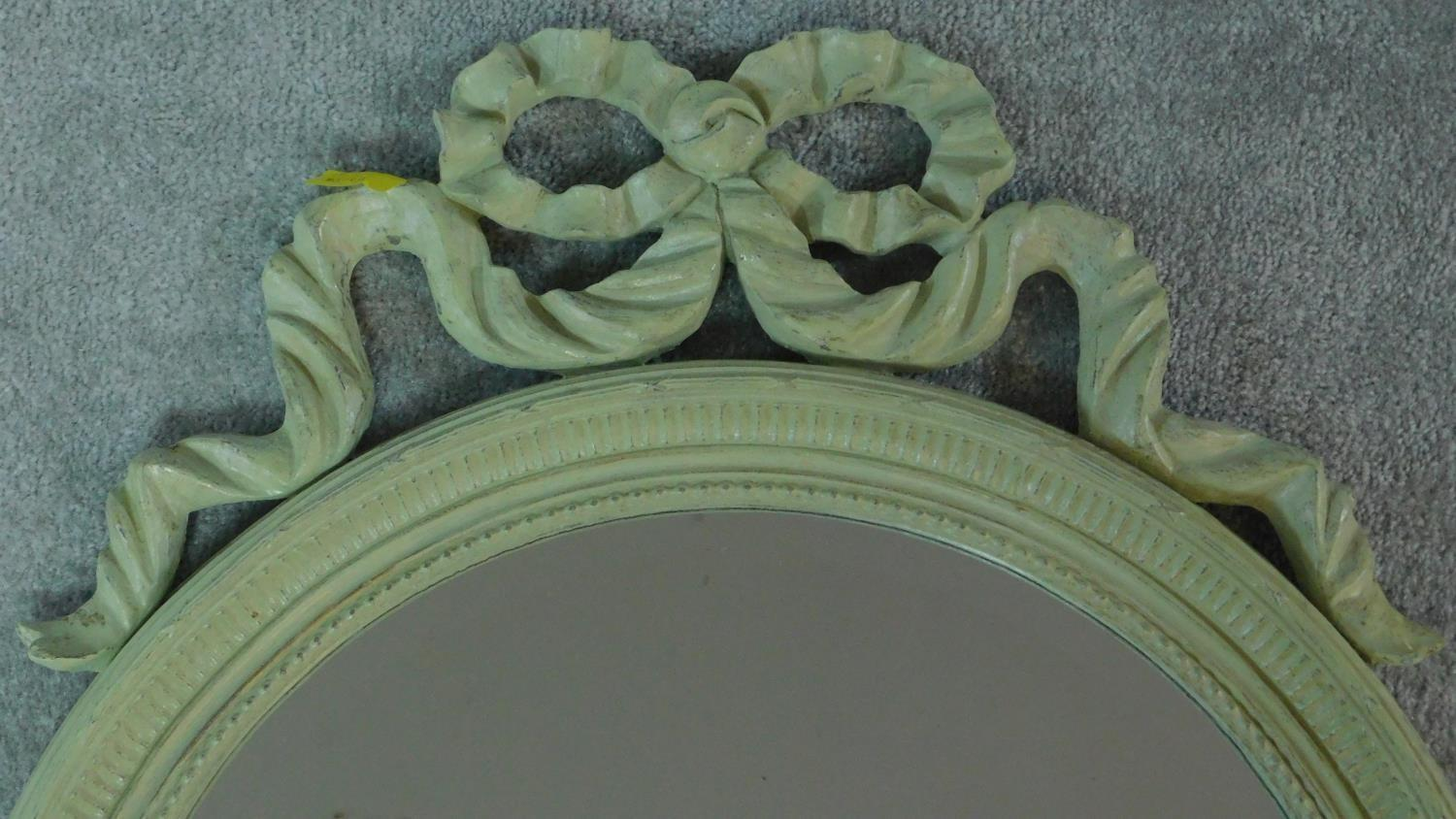 A circular painted wall mirror with ribbon cresting. 75x61cm - Image 2 of 5