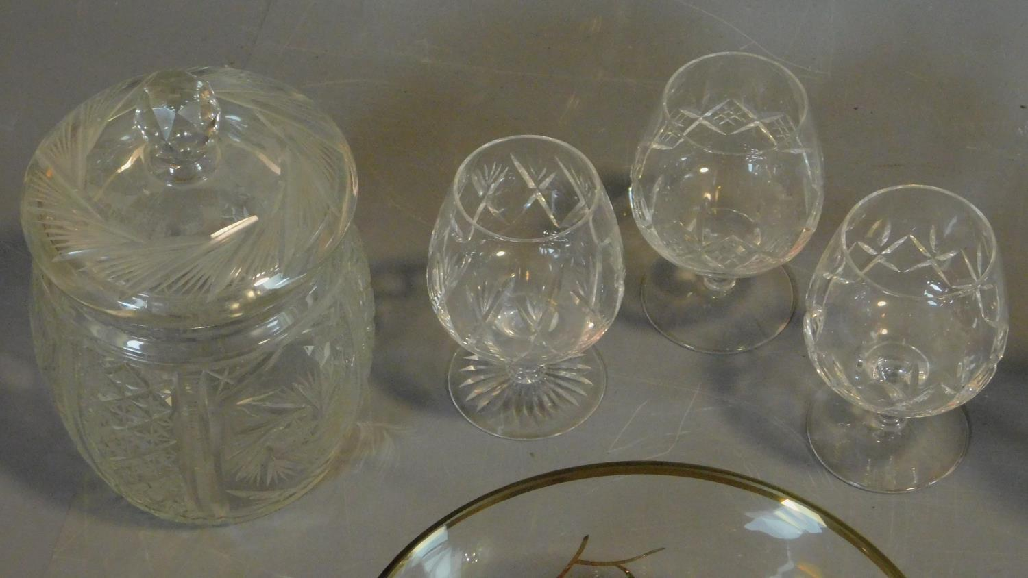 A vintage painted decorated dessert set and a collection of miscellaneous glass items. - Image 5 of 7
