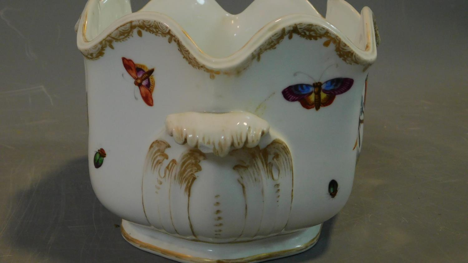 A Meissen style porcelain vase, hand painted with bird decoration. 14x18cm - Image 5 of 9