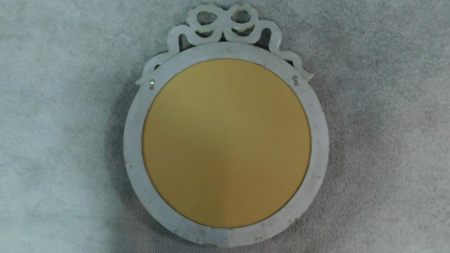 A circular painted wall mirror with ribbon cresting. 75x61cm - Image 4 of 5