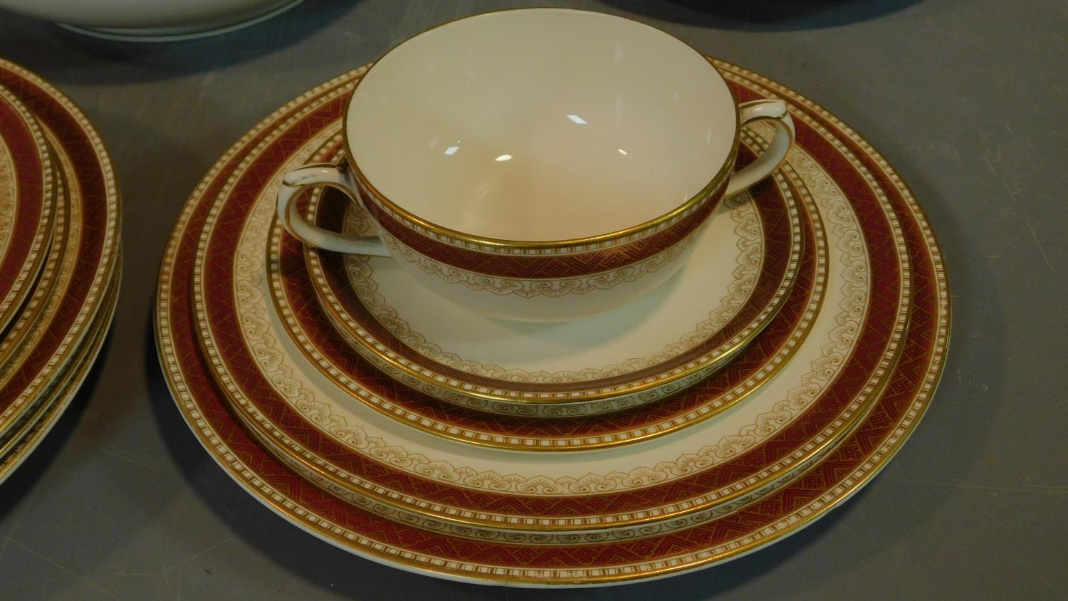 A Loselware part dinner service, dinner plates, side plates, soup bowls, tureens etc. - Image 3 of 6