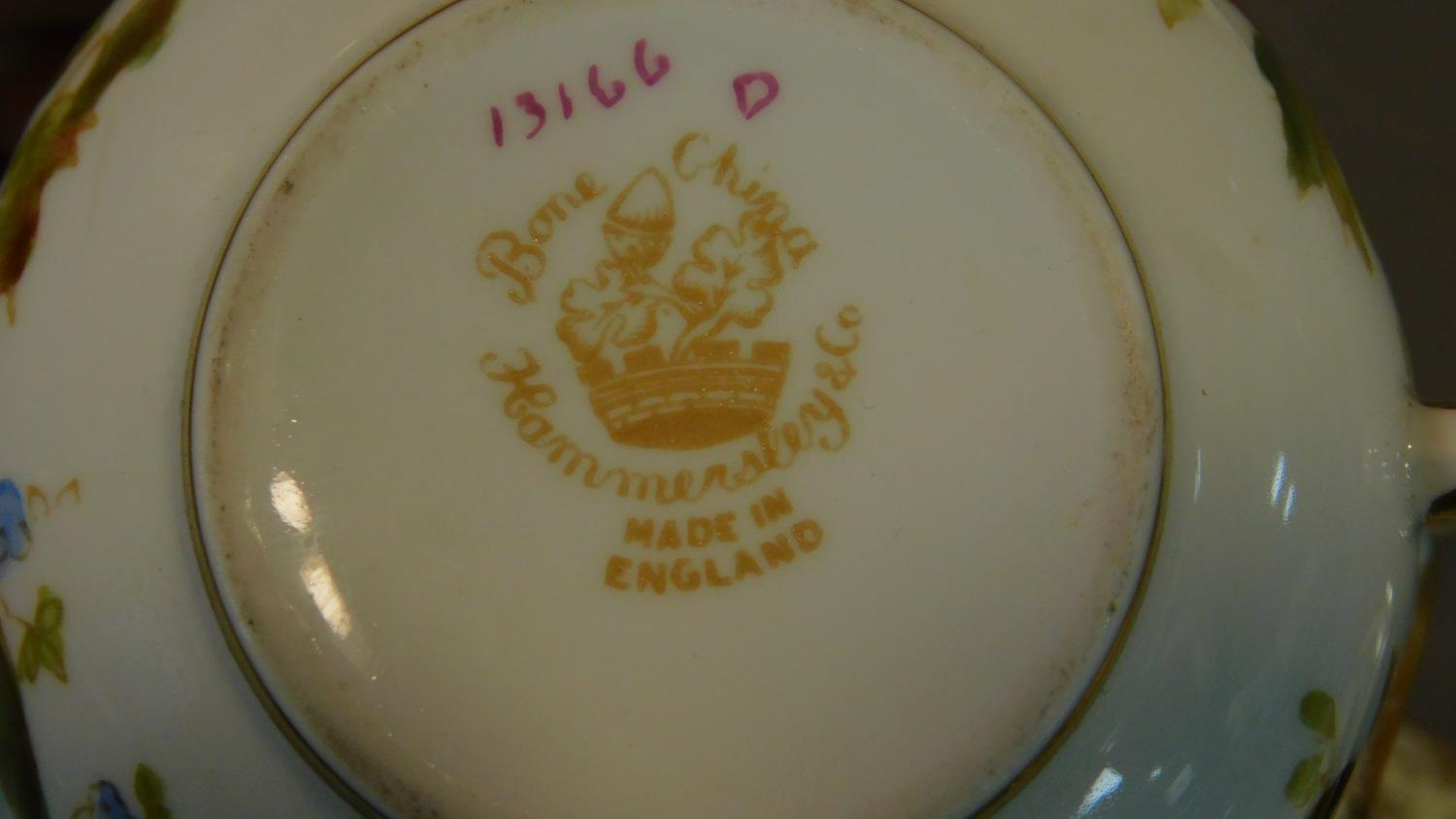 A miscellaneous collection of Victorian and later porcelain, vase, cups, saucers etc. - Image 12 of 14