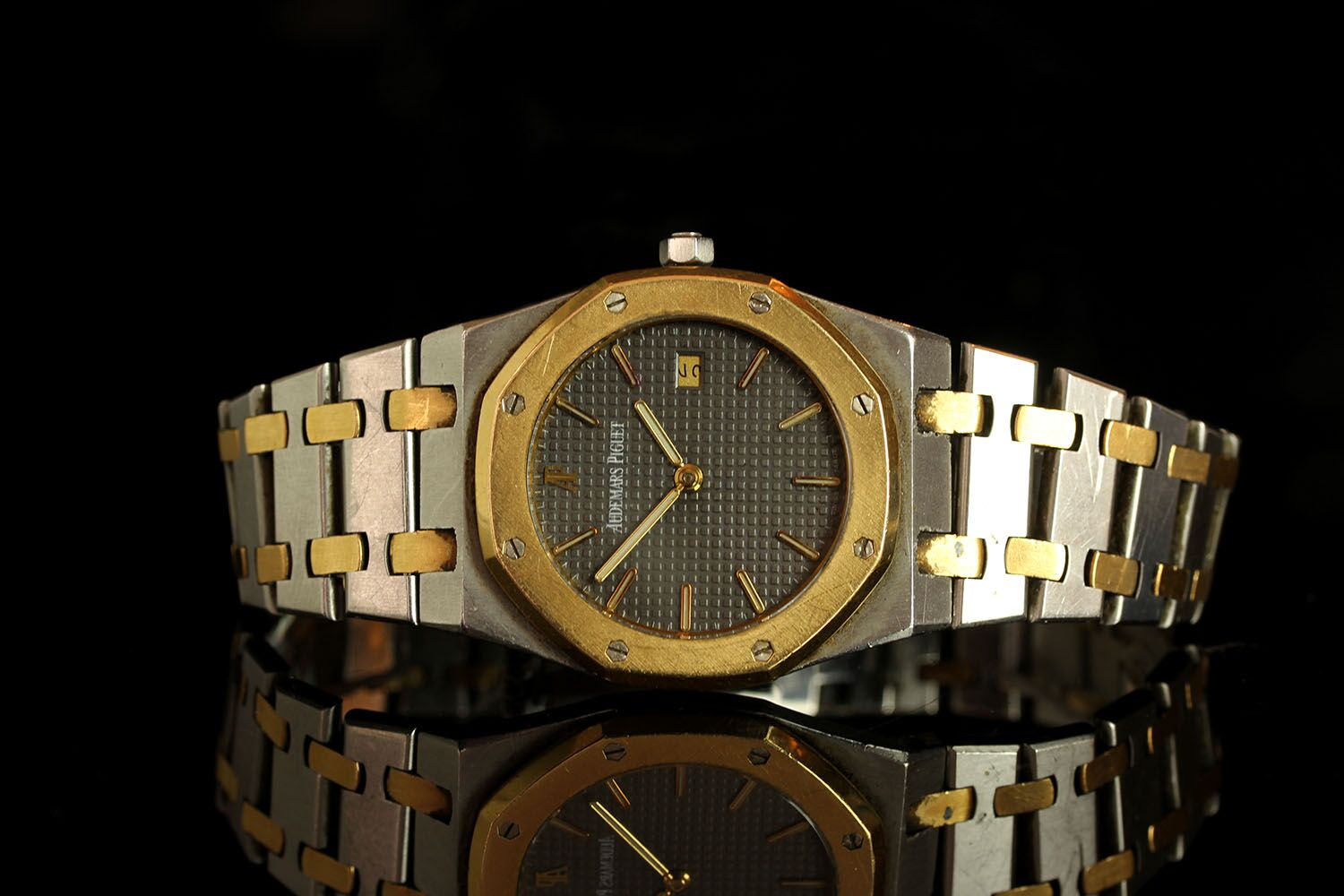 GENTLEMANS VINTAGE AUDEMAR PIGUET ROYAL OAK MODEL NO 1384,round,grey dial with gold hands, gold
