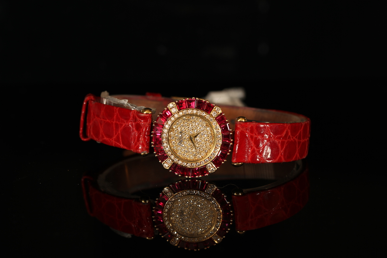 LADIES 18K DE LANEAU, DIAMOND PAVE DIAL AND RUBY SET BEZEL , MODEL GE65, round, pavedial with gold