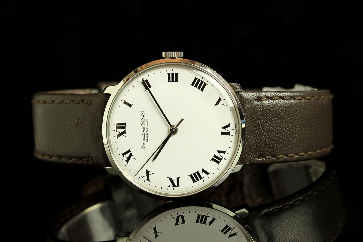 GENTLEMANS IWC 1986312, round, silver dial with black hour and minute hand, silver second hand,black