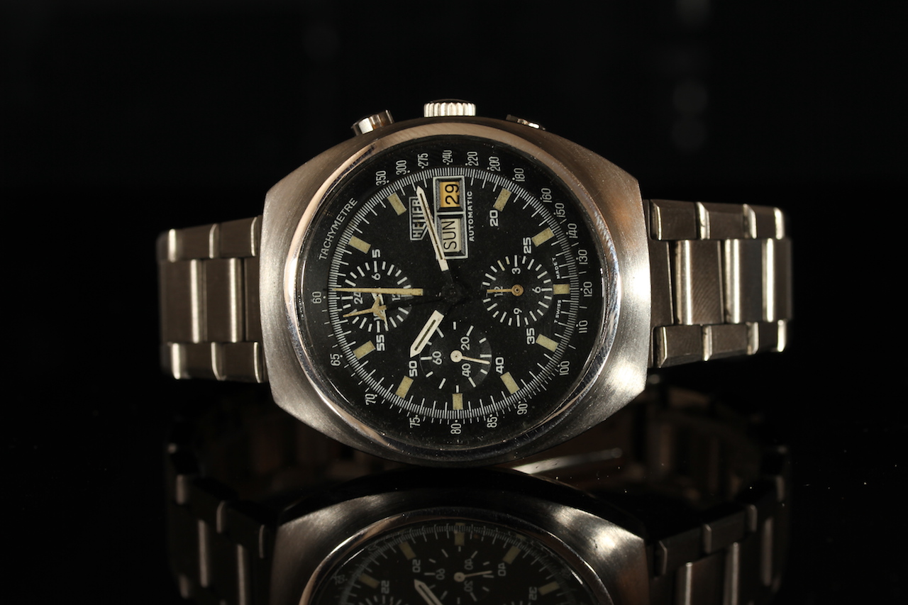 GENTLEMENS HEUER AUTOMATIC CHRONOGRAPH WRISTWATCH, circular black triple register dial with a day