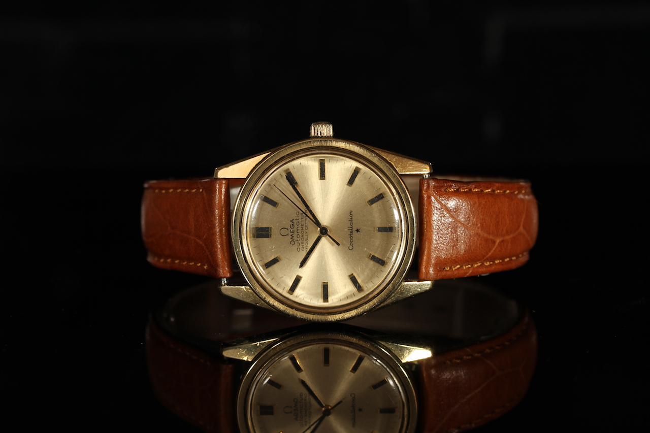GENTLEMENS OMEGA CONSTELLATION AUTOMATIC WRISTWATCH REF. 167.021, circular gold brushed dial with