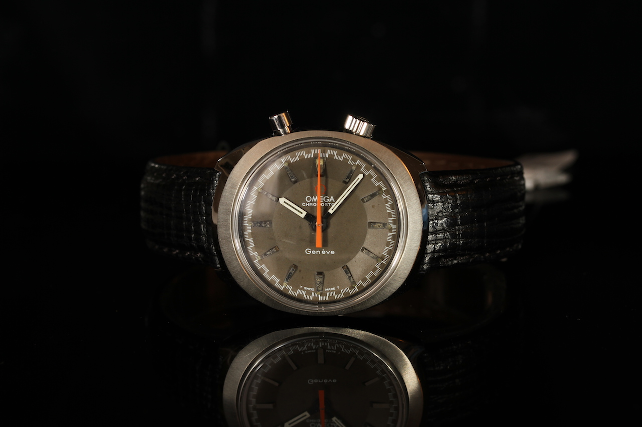 GENTLEMENS OMEGA CHRONOSTOP, circular grey dial with hour markers, 34mm x 39mm case with screw