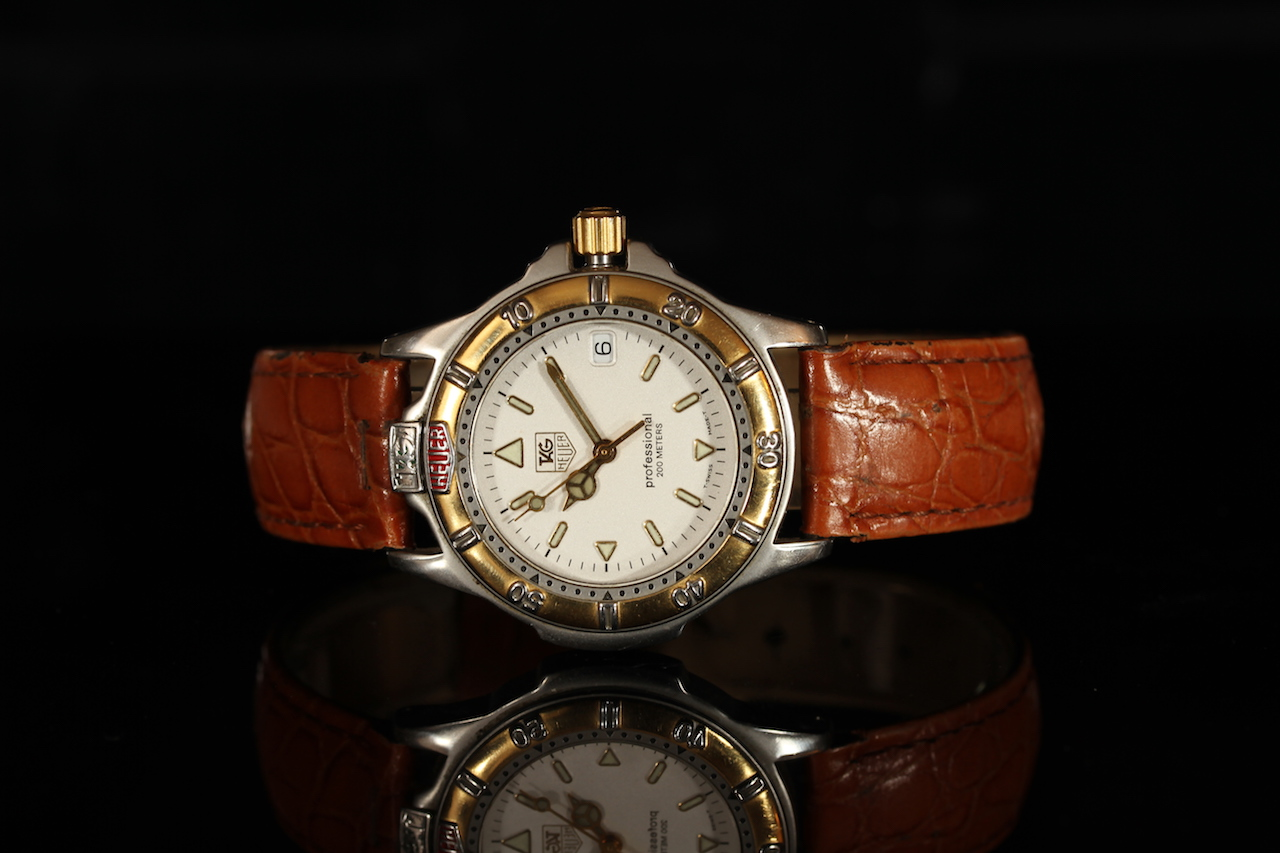 MID-SIZE TAG HEUER WF1220-KO,round, white dial with illuminated hands,illuminated markers,date