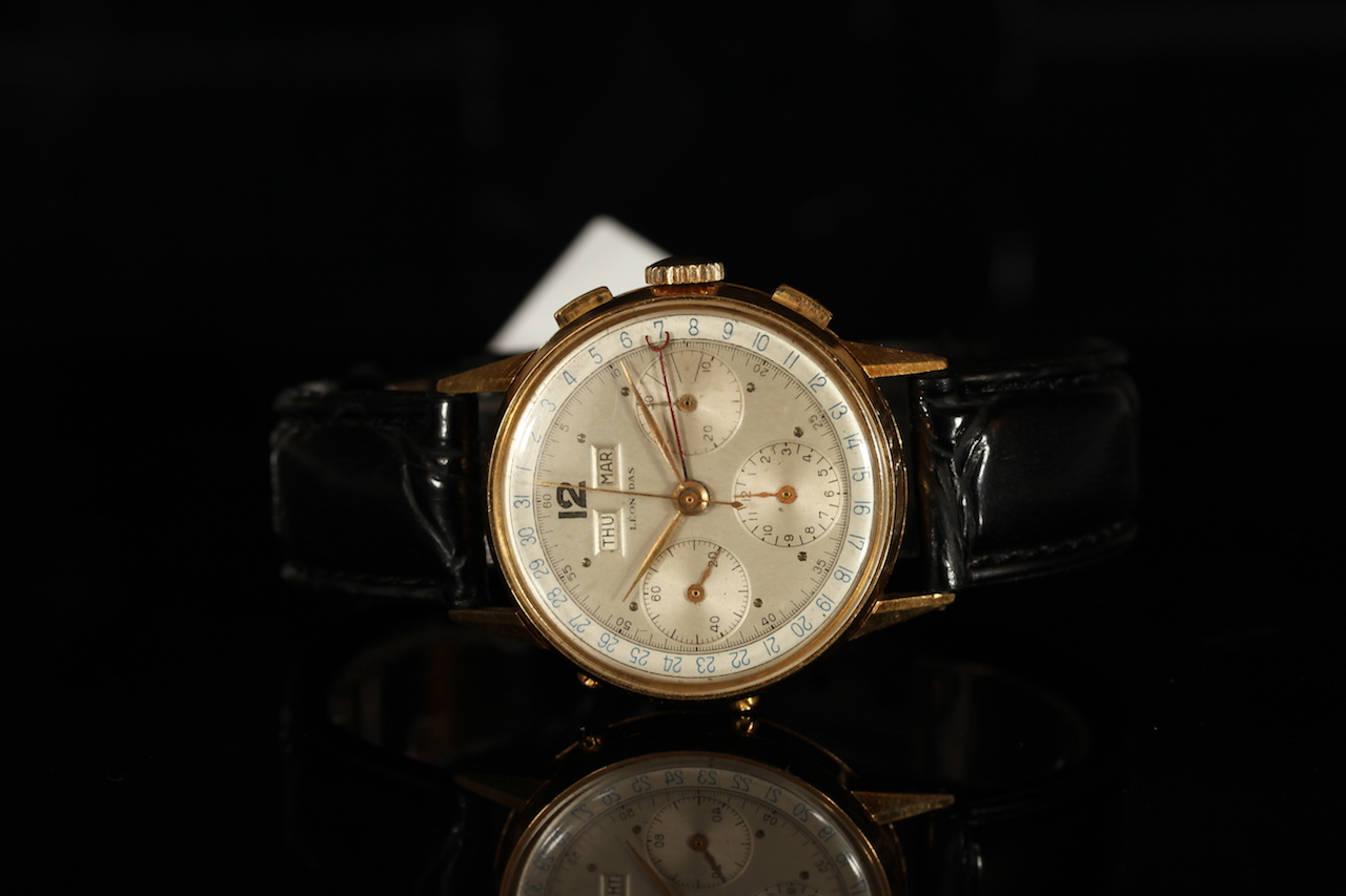 GENTLMANS LEONIDAS TRI CALENDAR 18CT GOLD CHRONOGRAPH 567102,round,silver dial with gold hands,day-