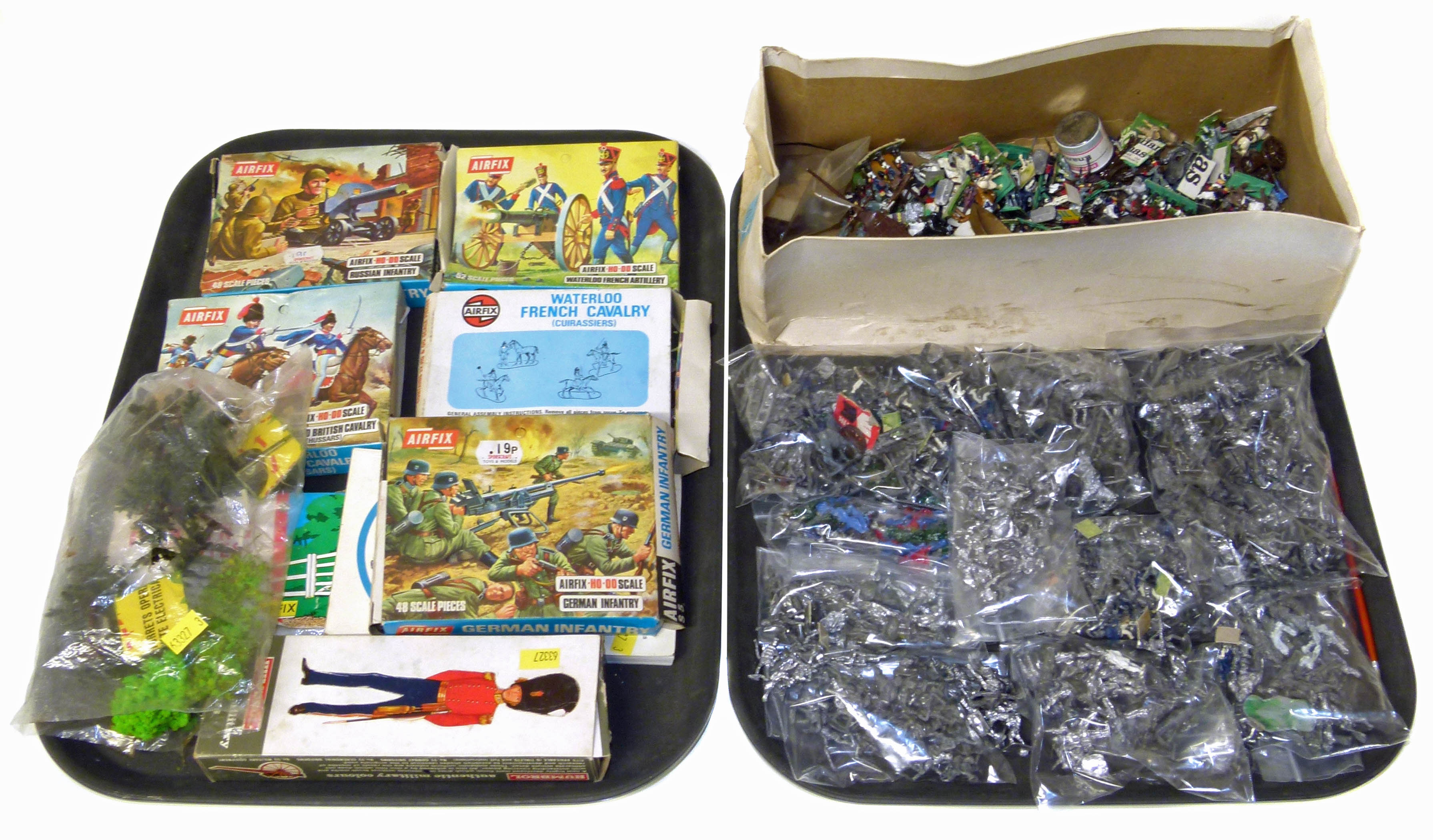 Lot 100 - A large quantity of un-painted lead soldiers, 5 boxes of Airfix soldiers and fencing gate,