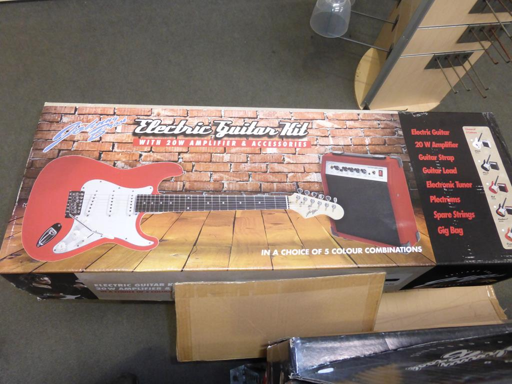 Lot 39 - * A Johnny Brook Guitar Kit with 20W Amplifier and Accessories (RRP £88.99) (Colour White)
