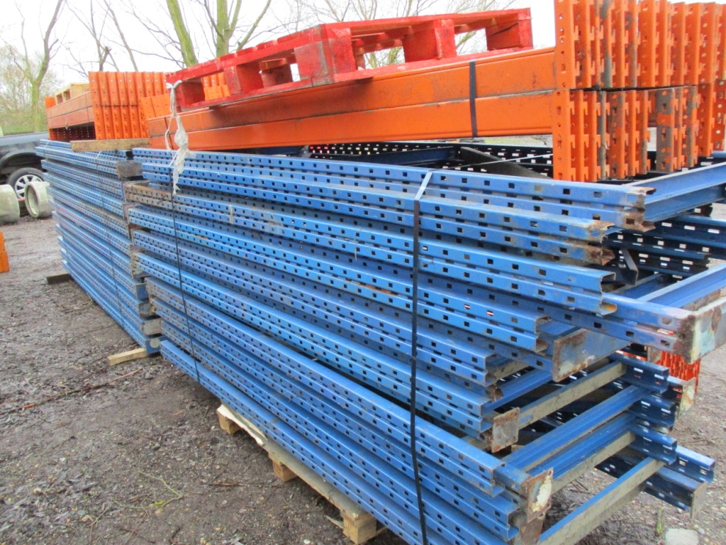 Lot 101 - QTY OF PALLET RACKING..