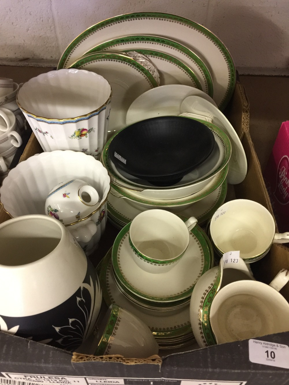 Lot 10 - 20th cent. Ceramics: Spode Trapnell 2 handle vase, ridge vase on circular base, miniature long