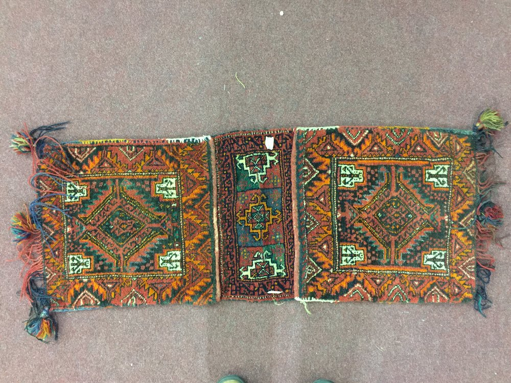 Lot 41 - Carpets/Rugs: 20th cent. Hand loom carpet, saddle bags, red ground, central medallion, single border