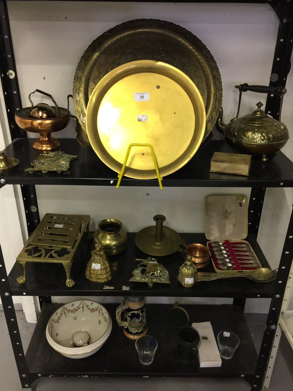 Lot 25 - Metal Ware: Brass ware, copper ware, glass and ceramic. 3 boxes.