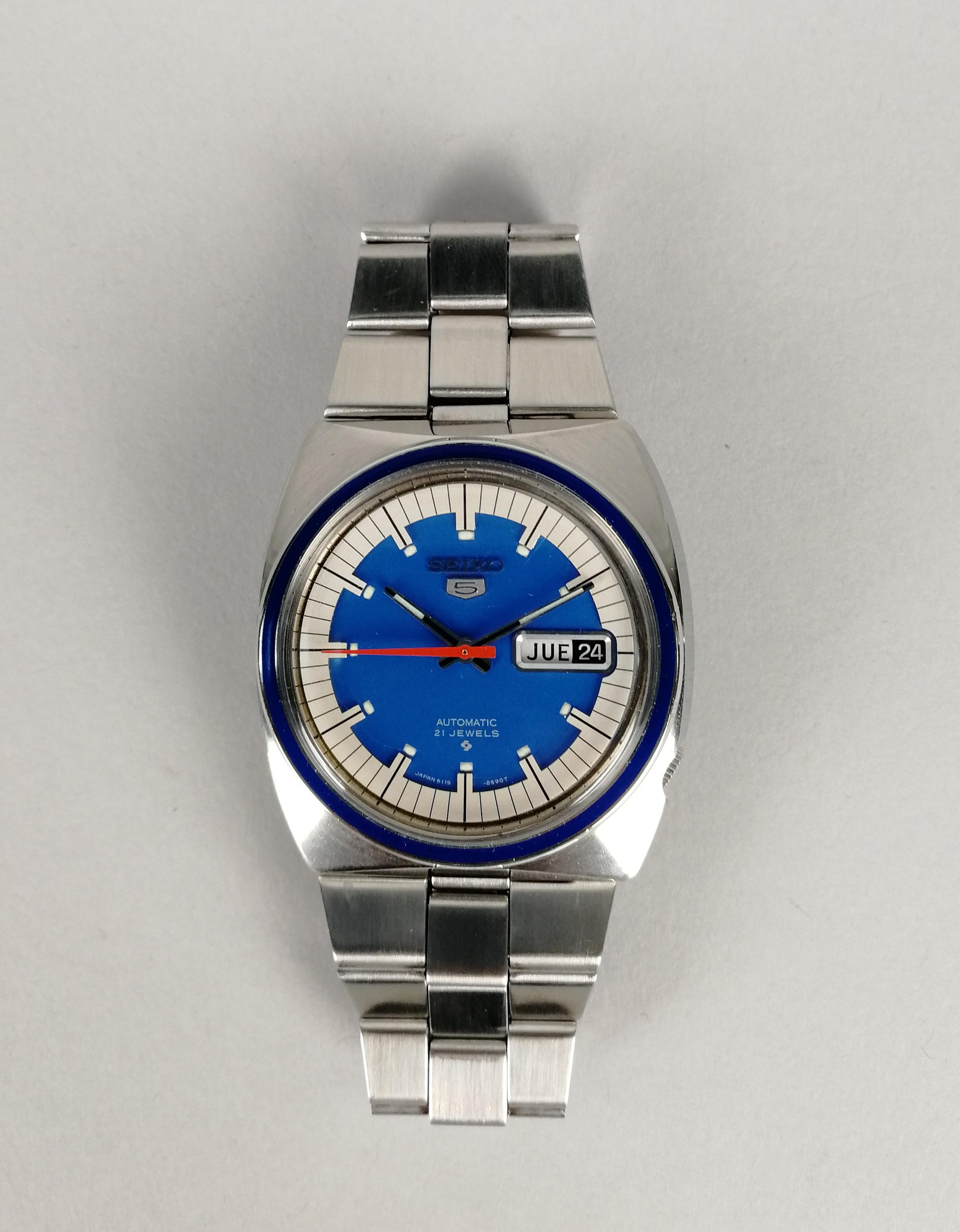 Lot 37 - SEIKO. Orologio unisex automatico in acciaio. Quadrante blu originale. Epoca 1975-'80. Funzionante e