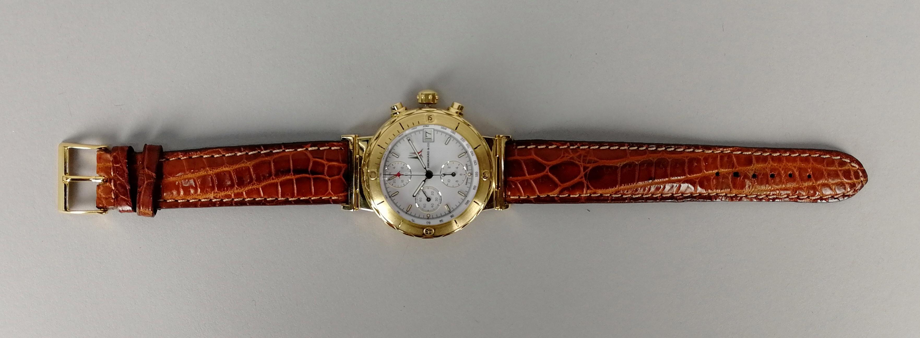 Lot 22 - EBERHARD. Orologio da uomo in oro giallo 18 kt. con cinturino in pelle e quadrante bianco. Anno di
