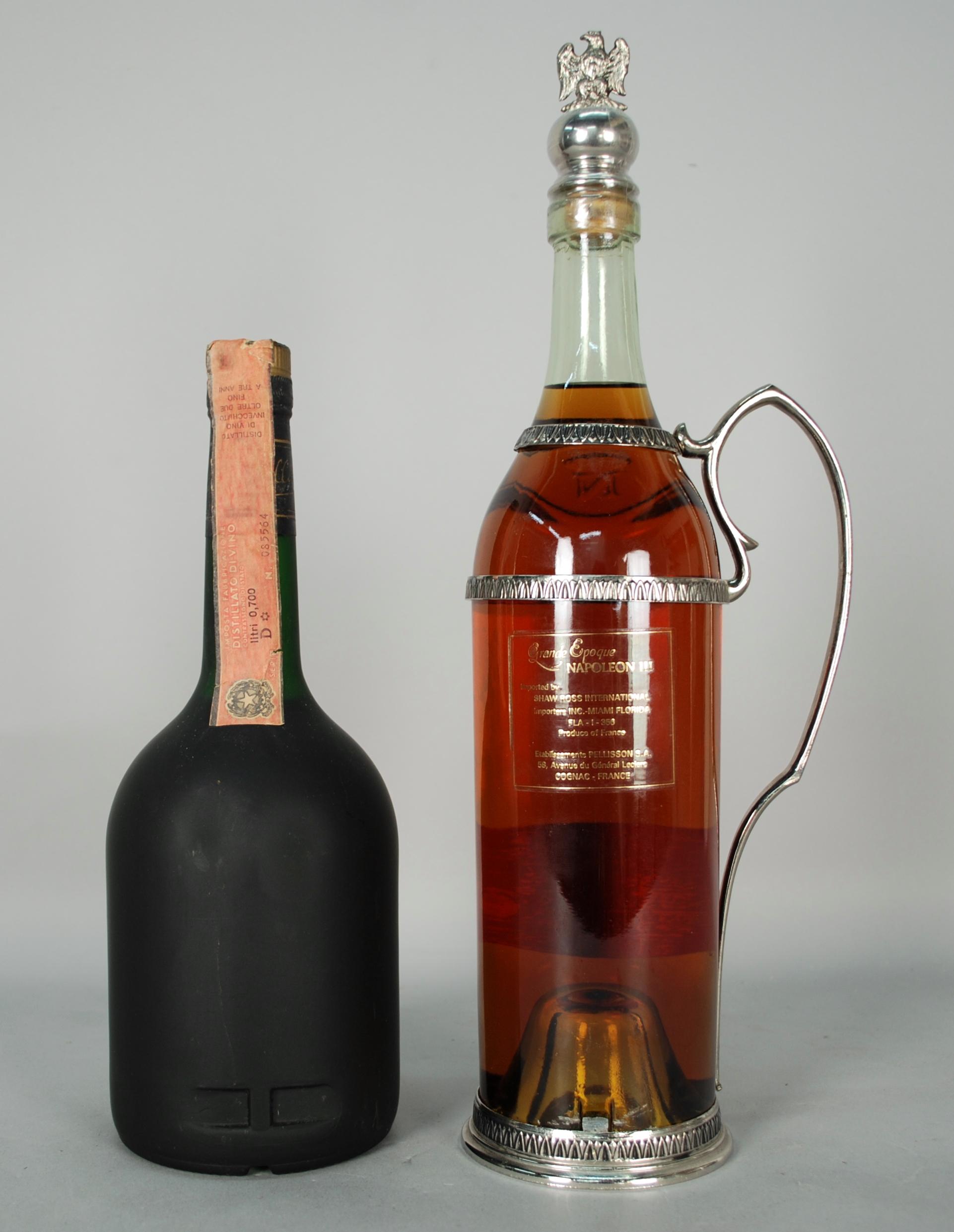 Lot 56 - Due Cognac PELLISSON: - Cognac CORDON D'OR. Bottiglia anni '70-'80. Fascetta cartacea di Stato.