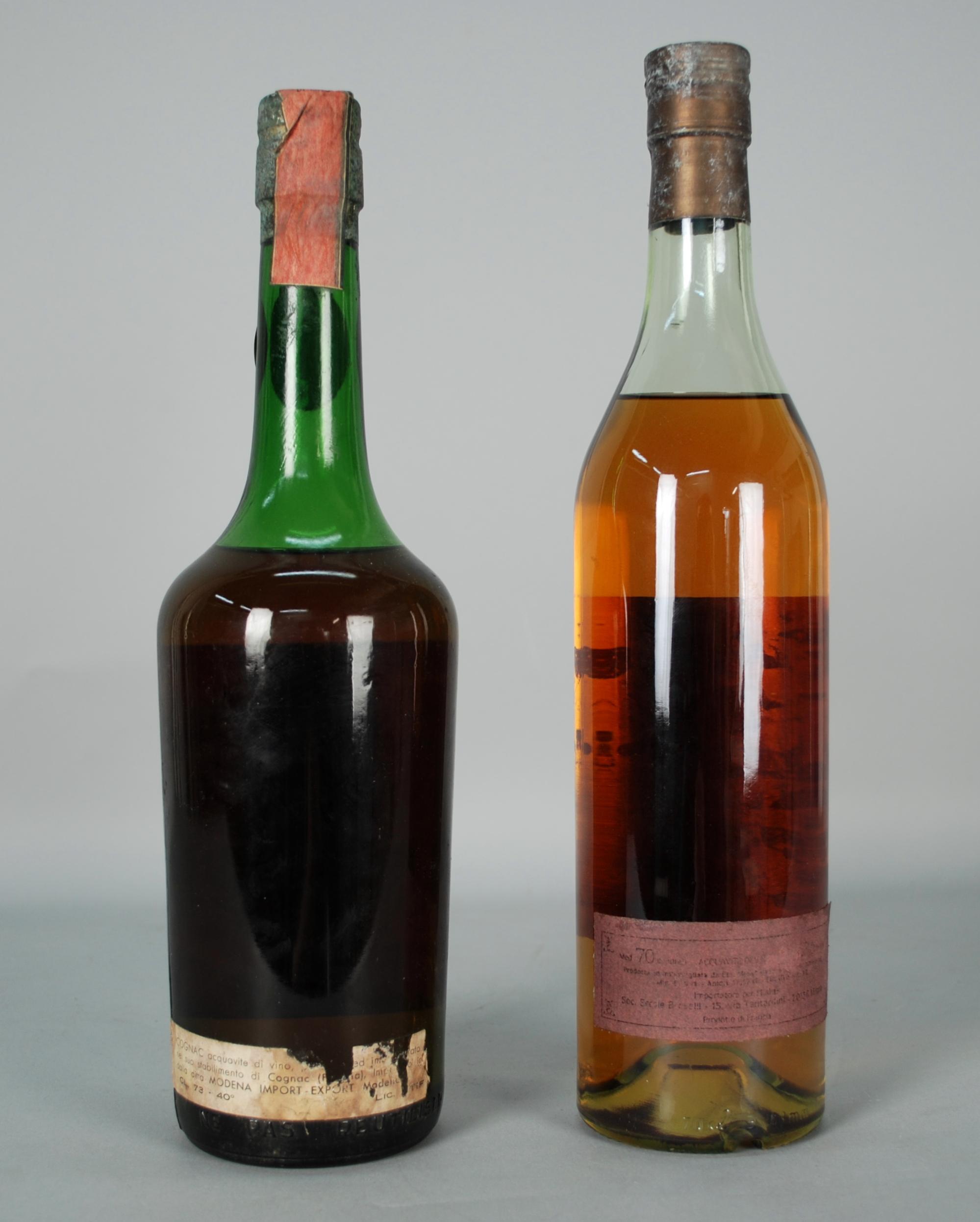 Lot 45 - Due Cognac MOYET: - Cognac Tre Stelle. Vecchio esemplare anni '50. Fascetta cartacea di Stato.