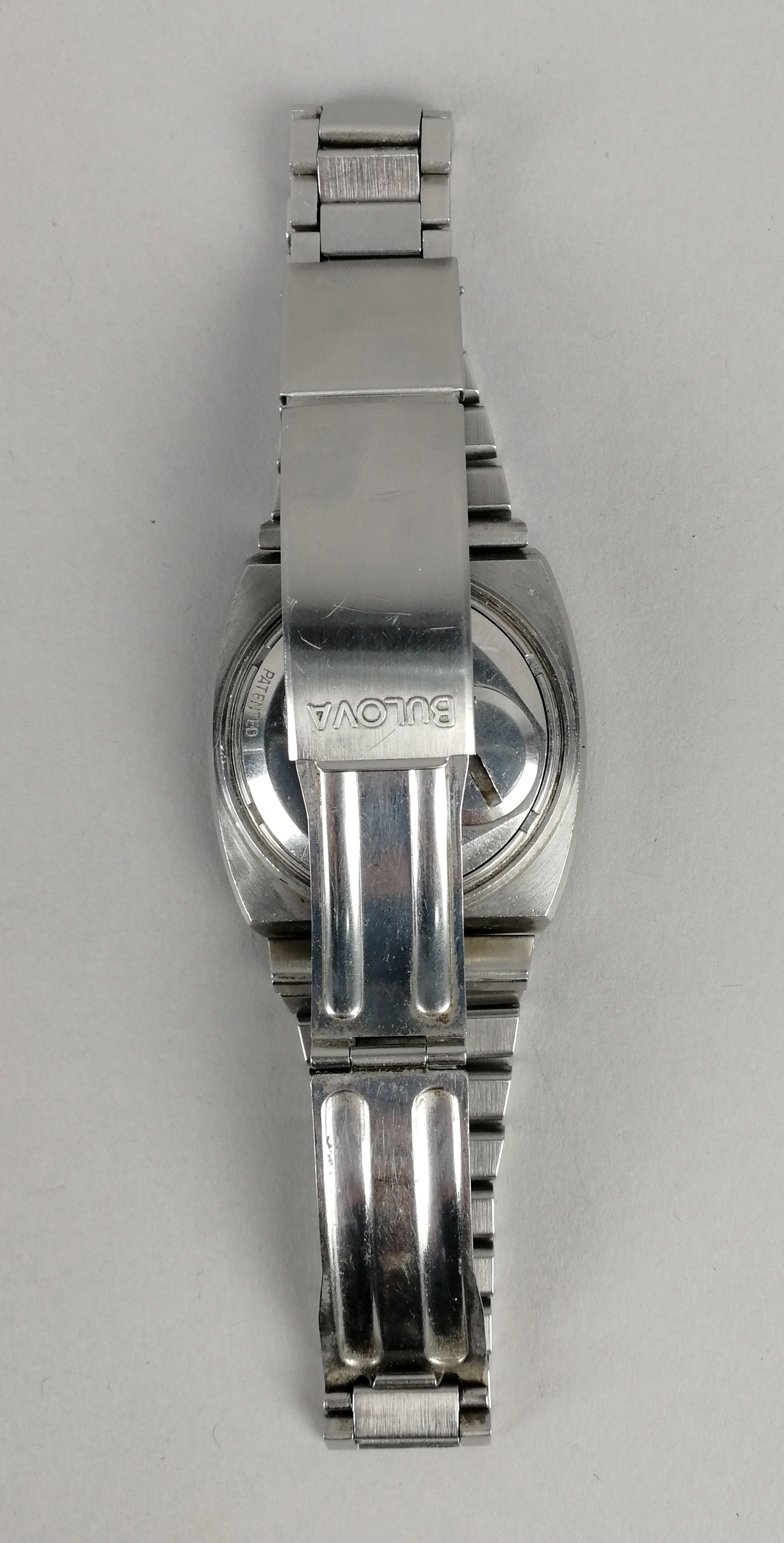 Lot 43 - BULOVA. Orologio da uomo in acciaio, modello Accutron 'a vista', forma televisore, con bracciale