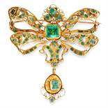 AN ANTIQUE EMERALD BROOCH, SPANISH CIRCA 1800 in high carat yellow gold, designed as a ribbon tied