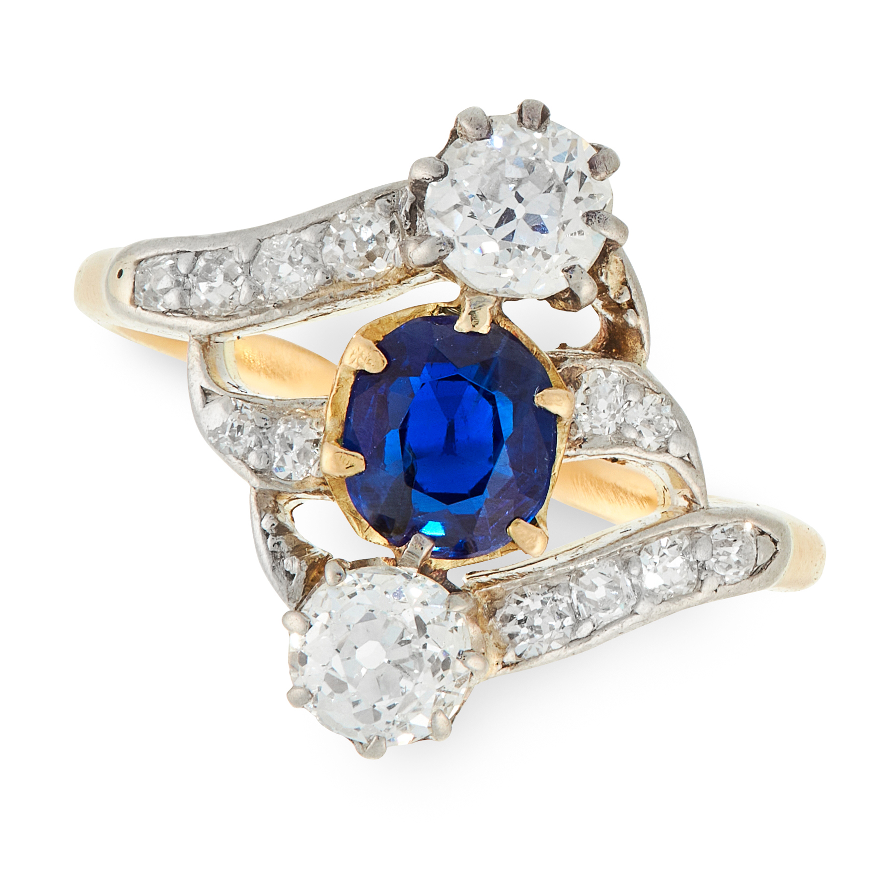AN ANTIQUE SAPPHIRE AND DIAMOND RING in high carat yellow gold, set with a central cushion cut