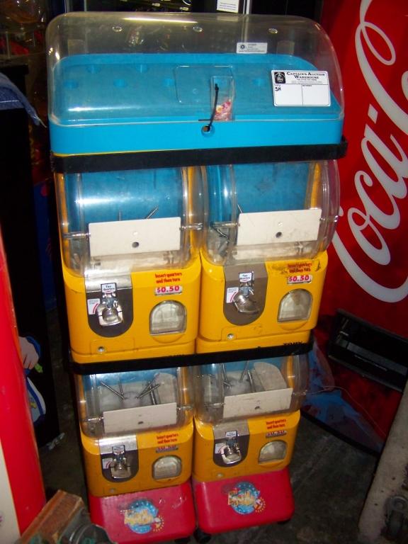 Lot 39 - TOMY GACHA DUAL BIN CAPSULE VENDING MACHINE