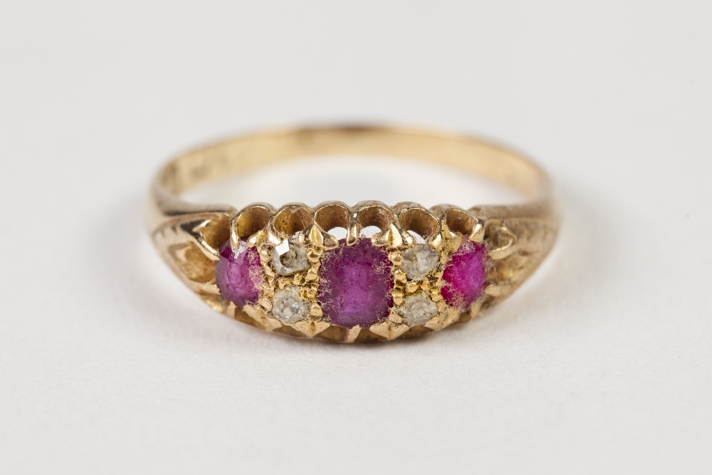 Lot 40 - EARLY TWENTIETH CENTURY 18ct GOLD RING, set with a three rubies and two pairs of tiny diamonds, 2.