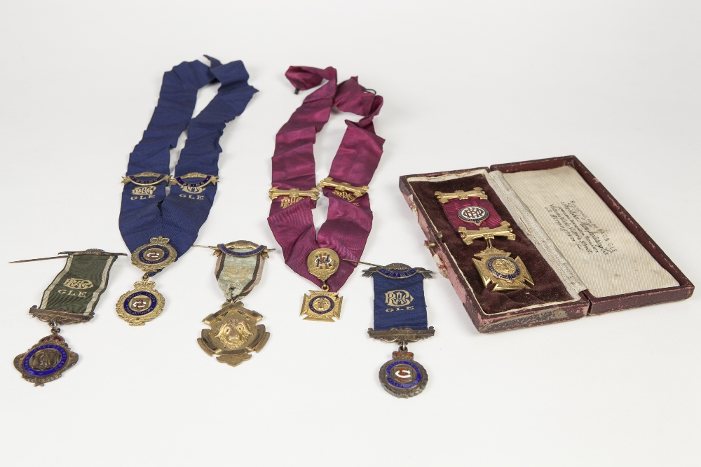 Lot 31 - SILVER GILT BADGE AND RIBBON FOR PRIORY LODGE No 6512 of the 'ROYAL ORDER OF ANTEDILUVIAN