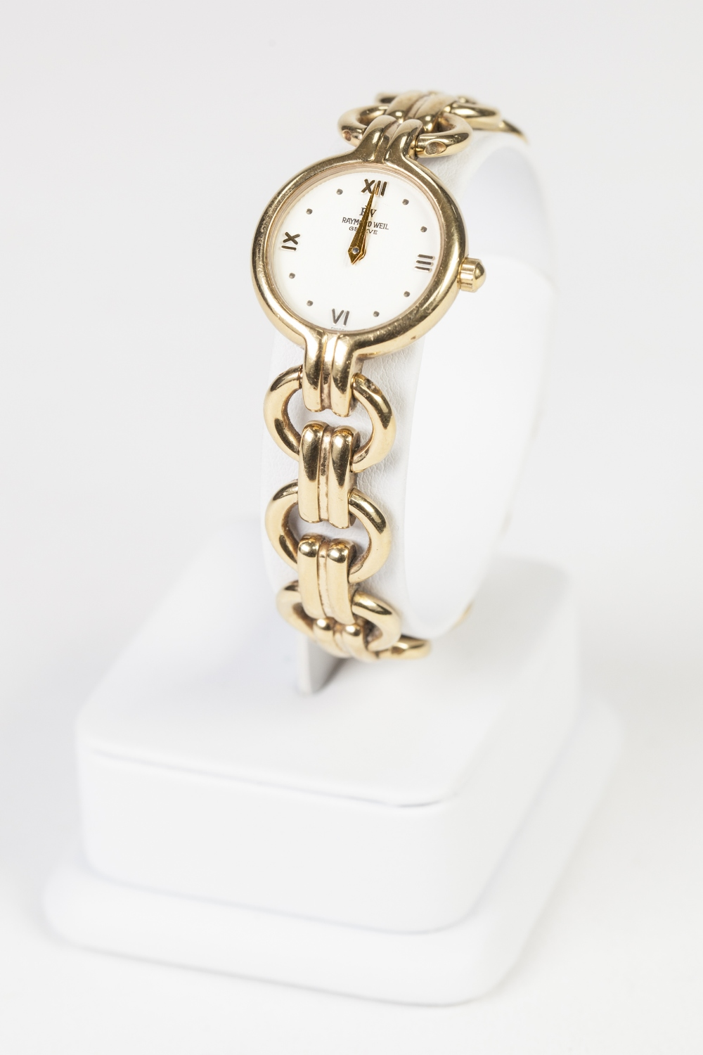 Lot 20 - LADY'S RAYMOND WEIL, GENEVE, GOLD PLATED WRIST WATCH, with quartz movement, small circular white