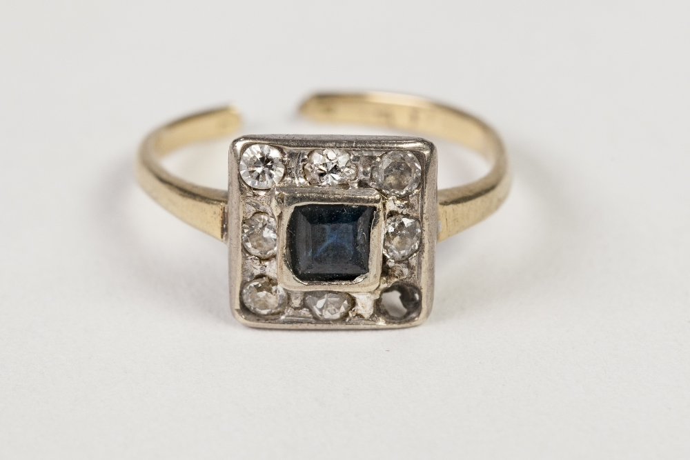 Lot 48 - GOLD AND PLATINUM SQUARE CLUSTER RING, set with centre square sapphire and surround of seven small