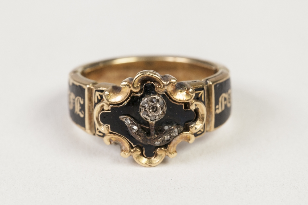 Lot 35 - GEORGE VI GOLD (unmarked) AND BLACK ENAMELLED MEMORIAL RING, the quatrefoil enamelled top overlaid