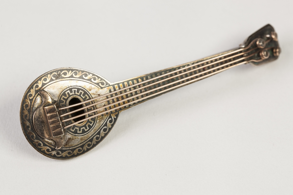 Lot 60 - NINETEENTH CENTURY RUSSIAN NIELLO WORK LONG NECK LUTE BROOCH, with gold coloured metal strings, 3