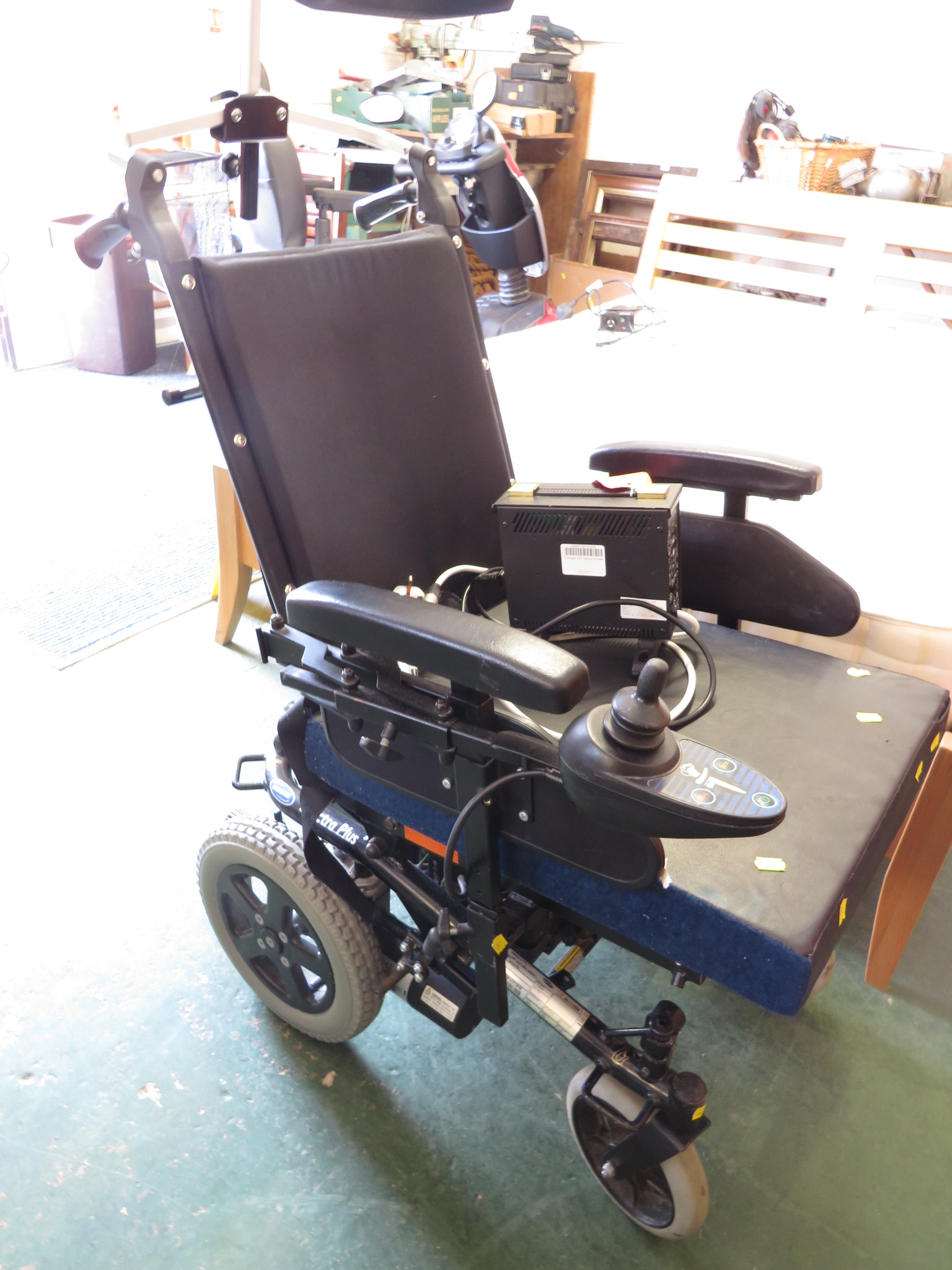 Lot 52 - INVACARE SPECTRA PLUS ELECTRIC WHEELCHAIR (CHARGER IN OFFICE) (A/F)