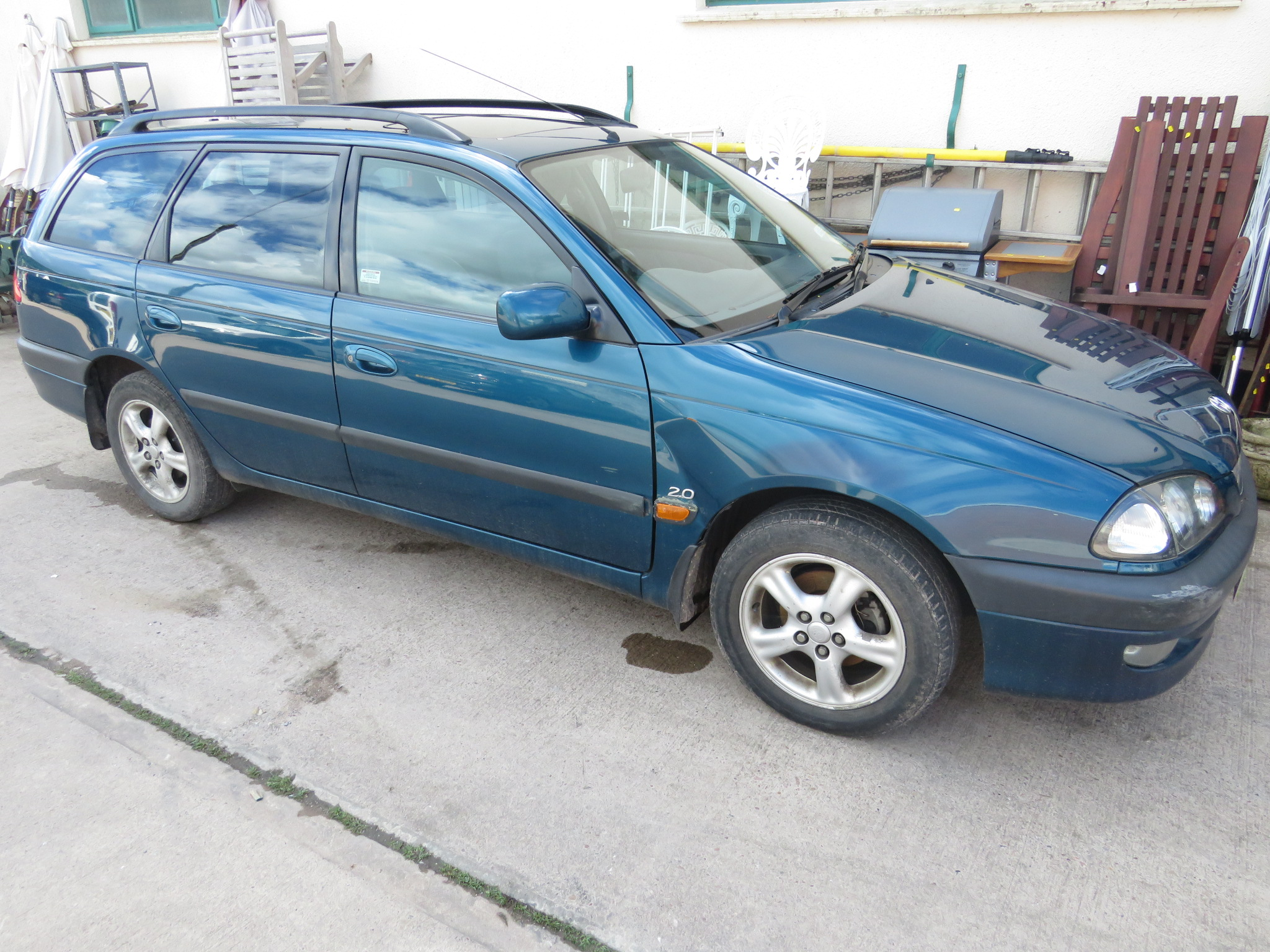 Lot 2 - BLUE TOYOTA AVENSIS CDX AUTOMATIC FIVE DOOR ESTATE, T480FOD REGISTERED 01/05/1999, 1998CC PETROL