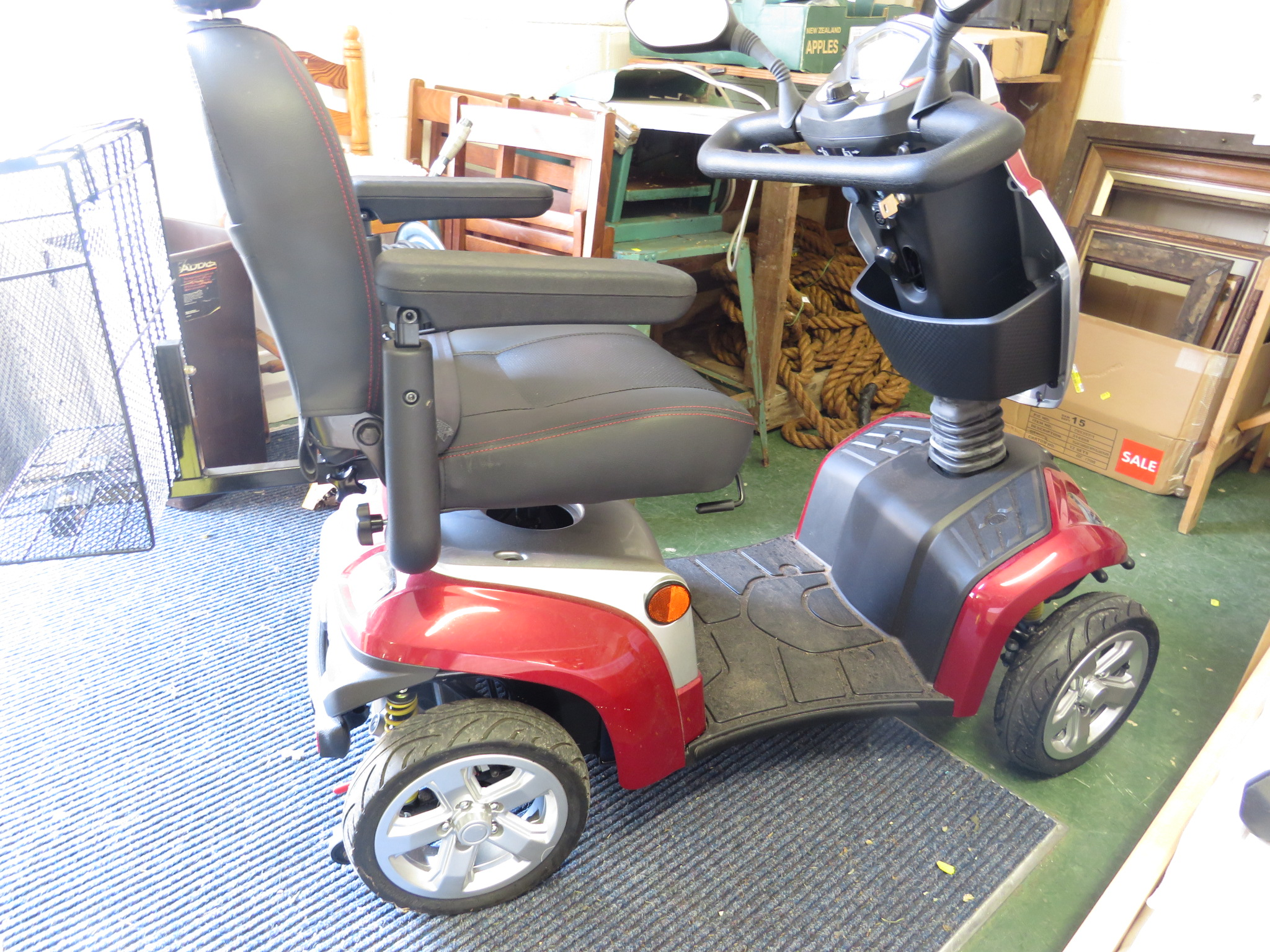 Lot 53 - KYMCO AGILITY MOBILITY SCOOTER WITH SHOPPING BASKET TO REAR (CHARGER AND KEY?? IN OFFICE)
