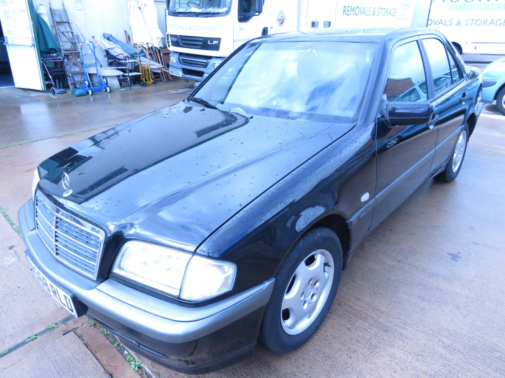 Lot 1 - BLACK MERCEDES C180 CLASSIC SELECTION AUTOMATIC FOUR DOOR SALOON, W568RLD REGISTERED 13/04/2000,