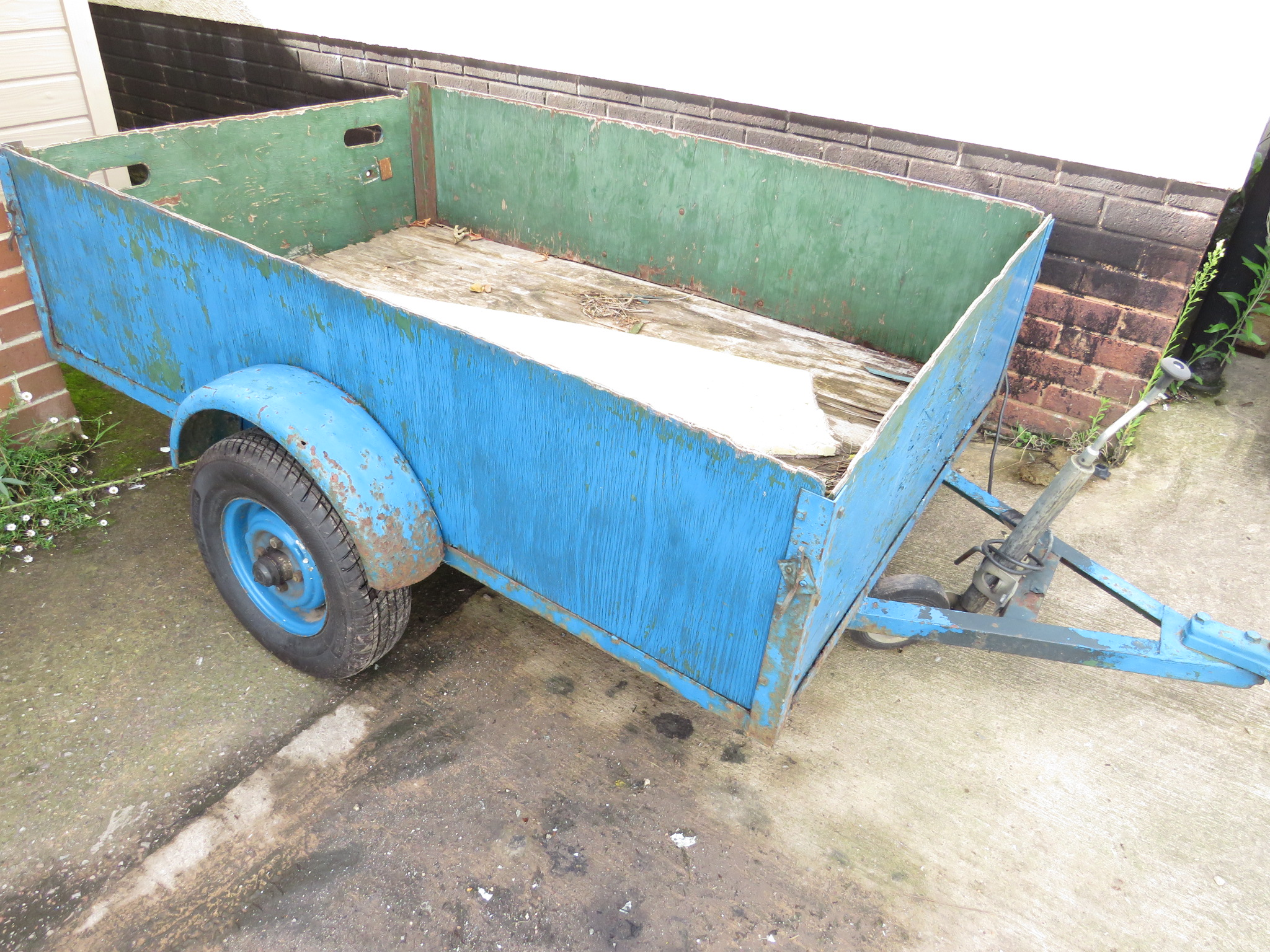 Lot 2A - LARGE TRAILER WITH BLUE PAINTED WOODEN PANELS (A/F)