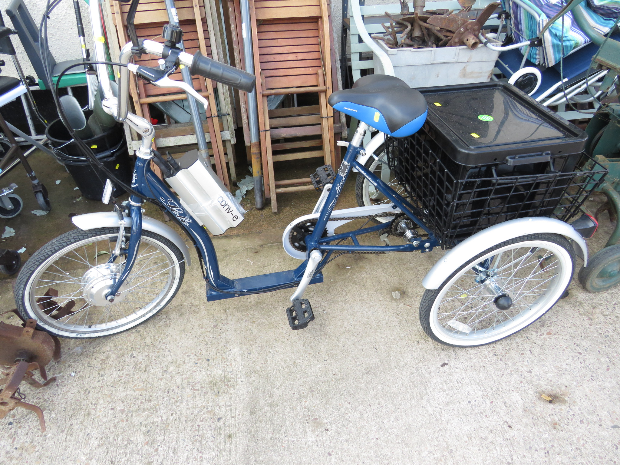 Lot 49 - MISSION SOLO ELECTRIC TRIKE WITH REAR BASKET AND BLACK PLASTIC BOX WITH LID (CHARGER AND MANUAL IN
