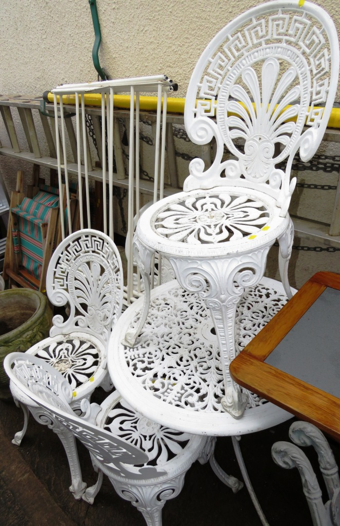 Lot 16 - WHITE PAINTED METAL CIRCULAR GARDEN TABLE AND FOUR CHAIRS