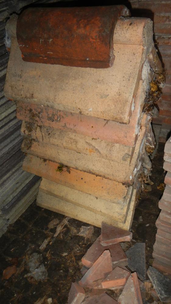 Lot 37 - A large quantity of ridge tiles
