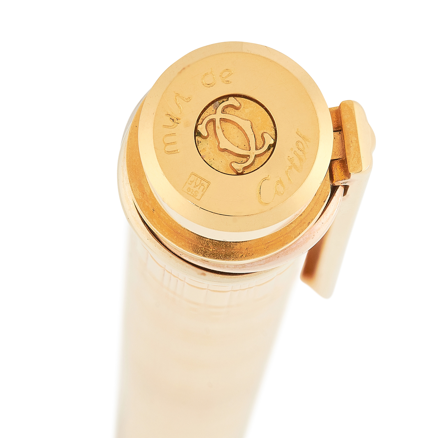 A TRINITY FOUNTAIN PEN, CARTIER in gold plate, in textured gold design, signed Cartier, 13.5cm / 5. - Image 3 of 3